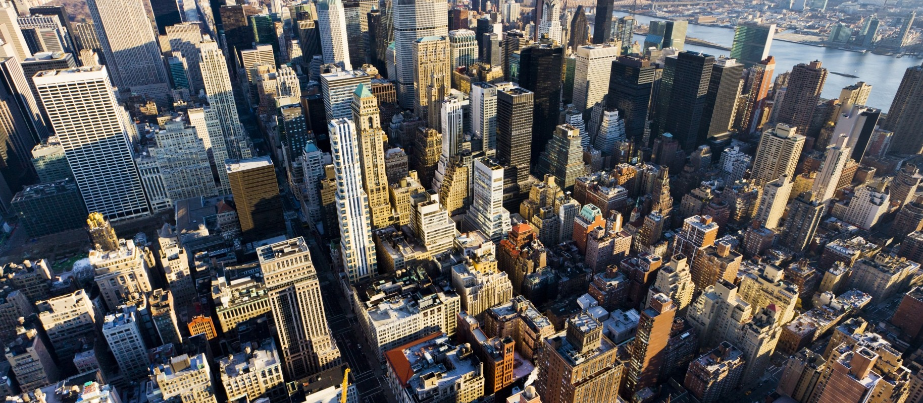 stockfresh_1738847_view-of-manhattan-from-the-empire-state-building-new-york-city_sizeM